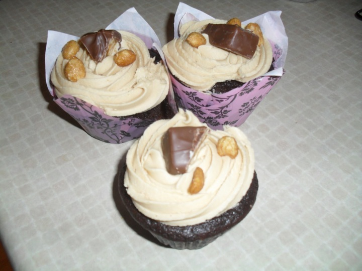 Snicker's Cupcakes