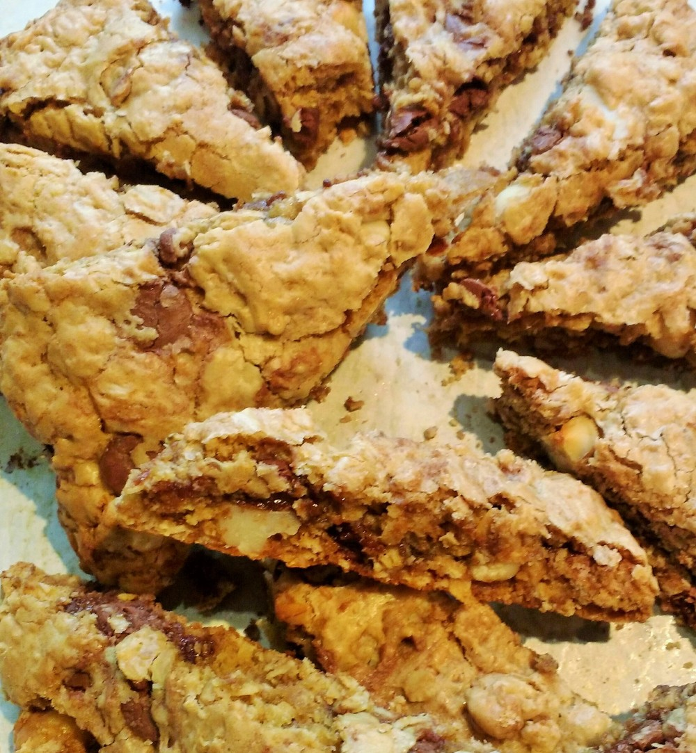 oatmeal-chocolate-caramel-macadamia-nut-cookies